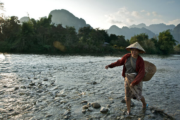 Nam-Song-River, Visit to Laos