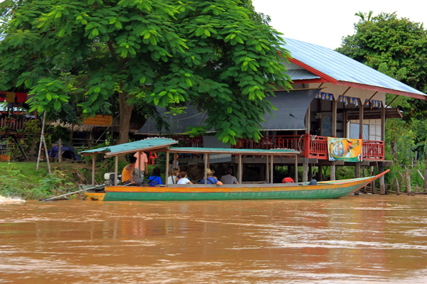 Boat tour to discover the Don Khone and nearby attractions