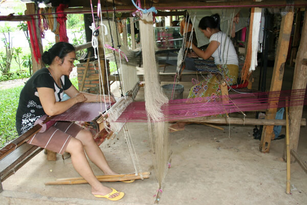 Ban-Phanom-Village, Travel to Laos