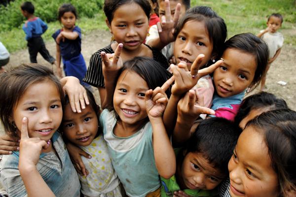 Laos Children of Ban Ya Nang say hello, Laos Tours