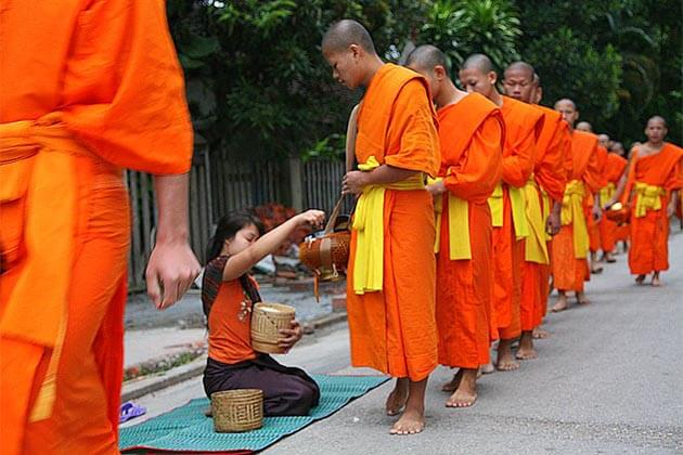 Laos-alms-giving-ceremony