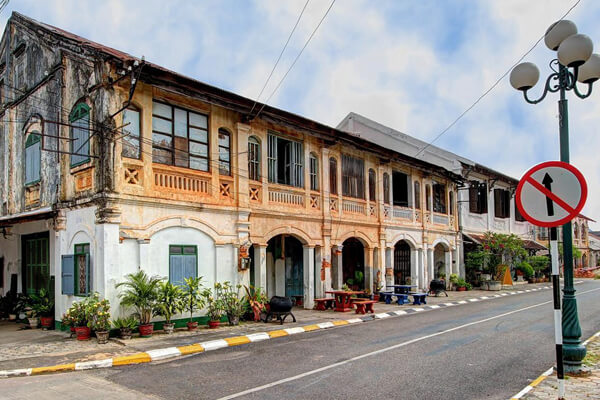 Savannakhet-colonial-building, Tours in Laos