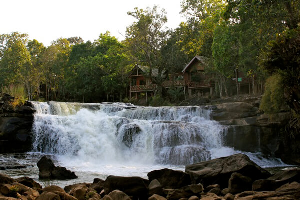 Tad-Lo-Waterfall, travel to Laos