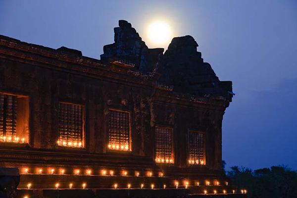 Wat Phu Champasak candles