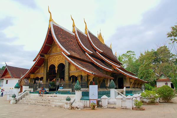 Hasil gambar untuk Wat Xieng Thong 600 x 400