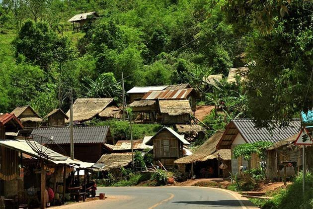 ban_na_hin in Laos tour