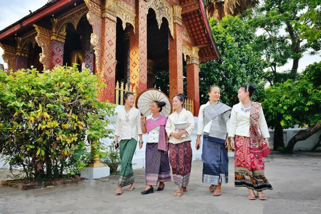 laos traditional costumes