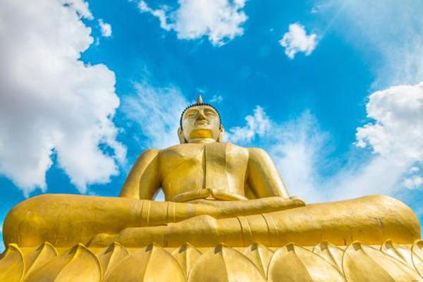Golden Buddha statue in Paske