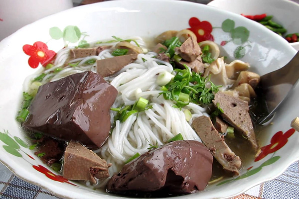 Khao poon nam jaew for breakfast in Luang Prabang
