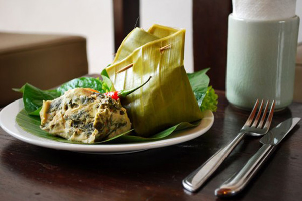 Mok Pa - A delicious Lao fish recipe originating from Luang Prabang laotian cuisine