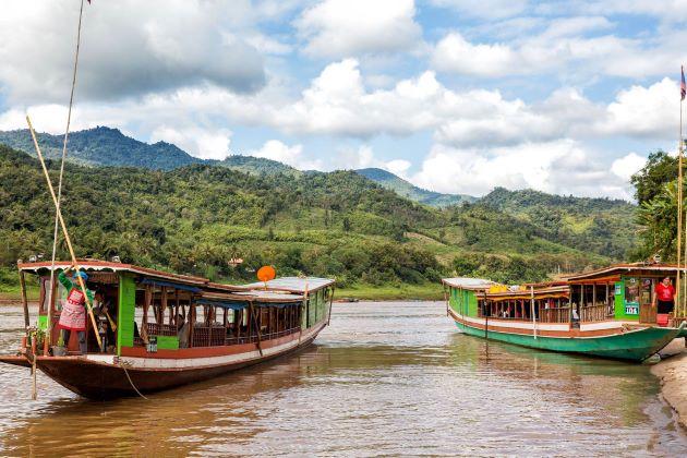 boats laos transportation