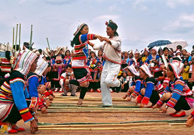 Bamboo dance Lao Dance