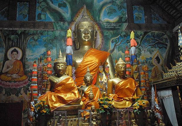 Buddha statue inside Wat Aham temple
