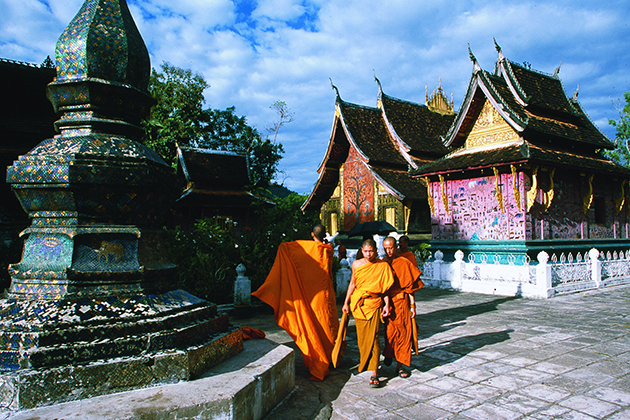 You should wear long clothes when visiting temples
