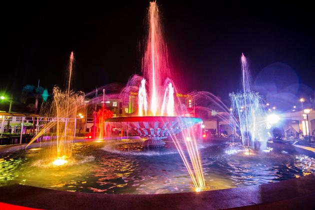 Nam Phou Fountain Square vientiane nightlife