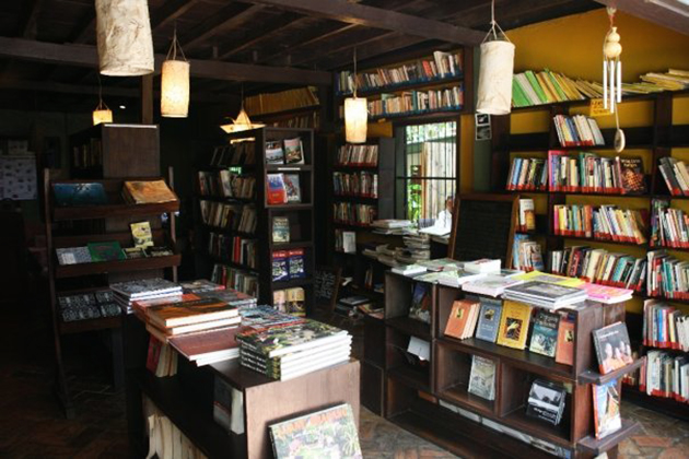L' etranger Books and Tea