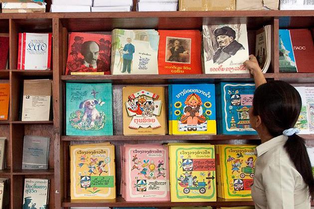 Vientiane Book Center, Vientiane Tours