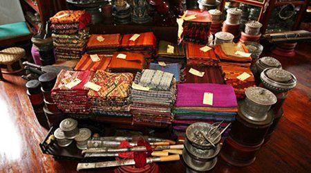 Where to Buy Handicrafts in Luang Prabang?
