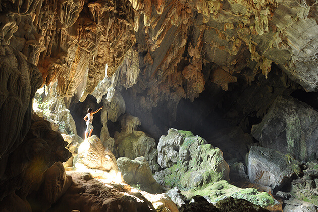 Tham Nam Cave, Travels to Laos