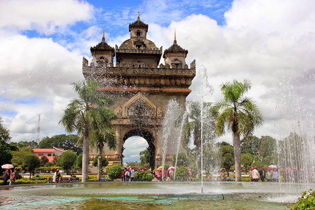 Patuxai Monument – Triumphal Arches of Laos