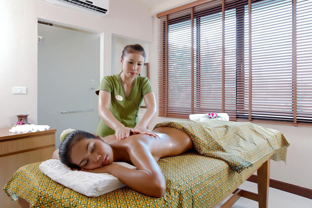 oiled-massage-in-laos, Laos Trips