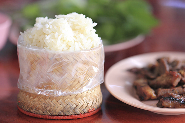 Laos facts - Eat rice by hand