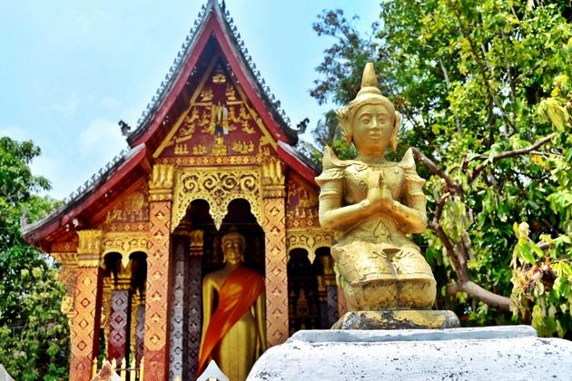 Buddhist Temple luang prabang tours