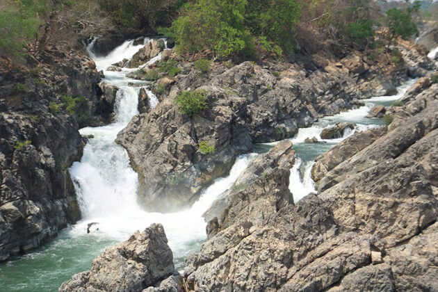 Liphi Fall, Travel to Laos