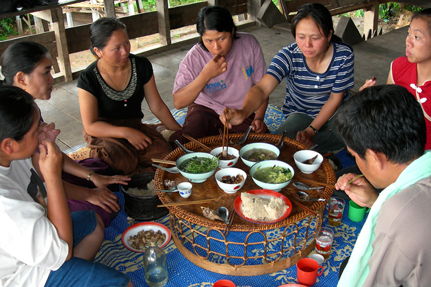Laotian Eating Style during Meals laos cuisine