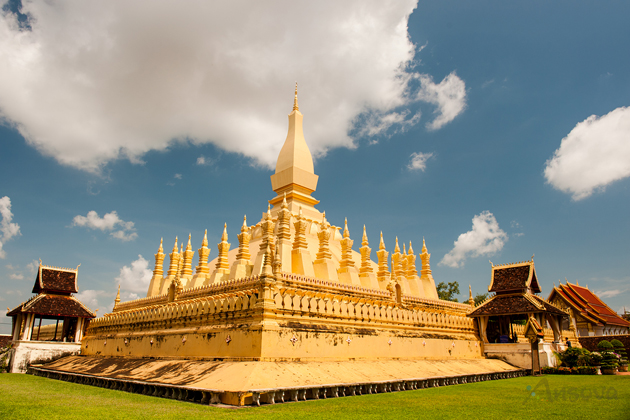 That Luang Stupa vientiane tours