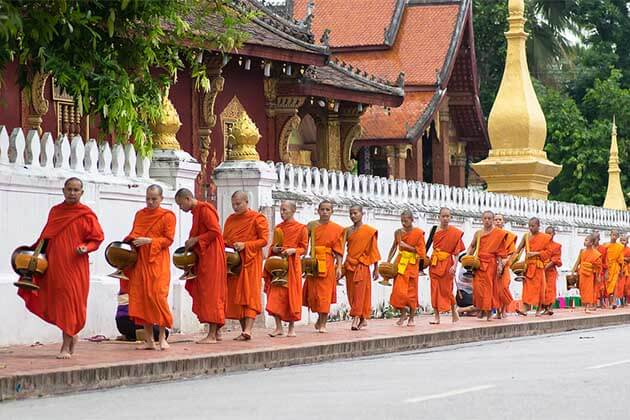 Alms-giving-ceremony-in-Luang-Prabang, Laos tours