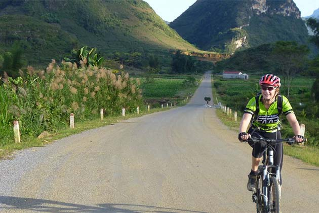 Cycling in Pakbeng