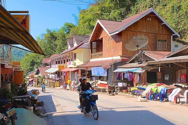 trekking in Pak Beng town