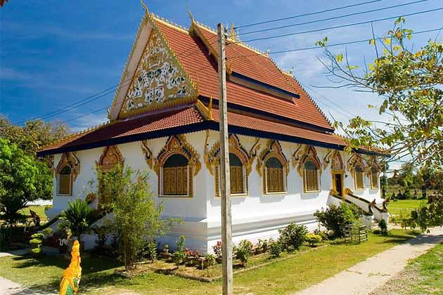 Wat Phou Khao Kaew