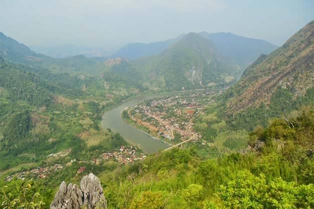 Nong Khiaw, Laos motirbike tour