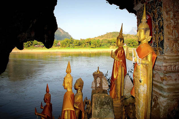 Pak-Ou-Caves,tour in Laos