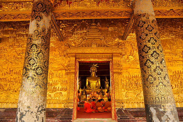 Wat-Mai-Suwannaphumaham-luang-prabang-tours