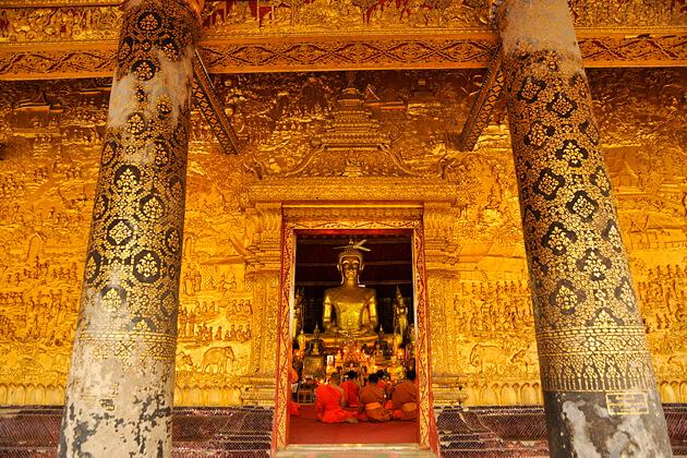 Wat Mai Suwannaphumaham, Luang Prabang Day Trip