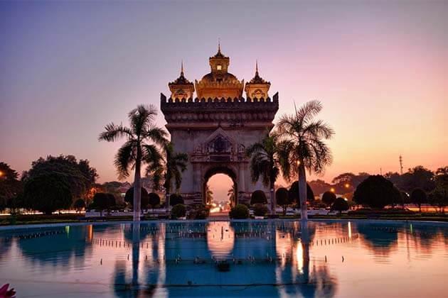 Patuxai Monument, famoly tour of Laos