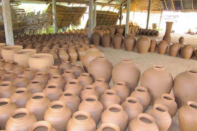 Ban Chan pottery village, Laos local tours