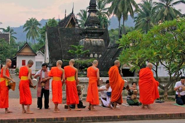 Alms Giving ceremony, Vientiane tours & day trips