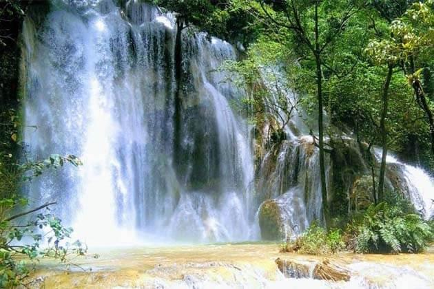Tad Talae waterfall, Laos luxury tour